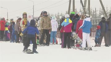無懼俄羅斯嚴峻疫情莫斯科滑雪場人滿為患