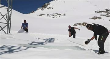 奧地利滑雪場因疫情關閉 鋪不織布防冰河融化