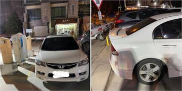 快新聞/把出口當停車格? 白色轎車擋停車場出口 網友直喊「哭笑不得」