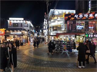 快新聞/南韓新增451人染疫 三溫暖暫停營業、酒店不許辦歲末活動