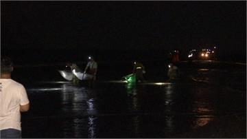 婦捕魚苗賺外快遭捲入海中 靠著「水母漂」幸運獲救