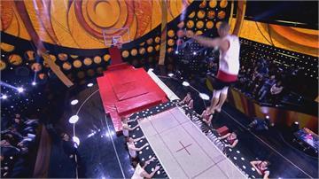 跳繃床空翻灌籃 義大利挑戰者飛越8.1公尺破紀錄