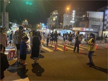 快新聞/中秋連假墾丁大街人潮增加 晚間6時30分起人車分流管制