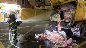 濃煙狂竄!小瓦斯罐險釀垃圾車變火燒車