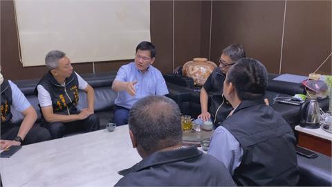 林佳龍私人身分 赴台東關心太魯閣號傷者