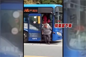 暖心司機揹身障乘客如廁 感人舉動被讚爆