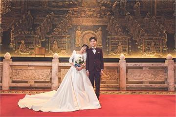 潘嘉麗婚紗照重回定情地 她讚老公很「有種」