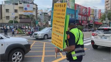 汽機車注意!路口得先停等禮讓行人  執法首日彰化警熱點抓違規罰單開不停