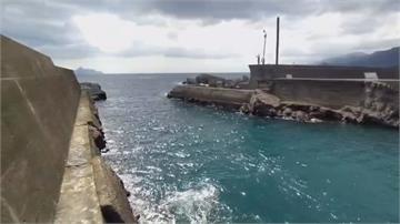 被浪打下海?頭城石城漁港釣客墜海身亡台東大武膠筏遭大浪沖上岸 船員失蹤