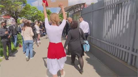 白俄羅斯「劫機」抓反對人士!反政府人士抗議