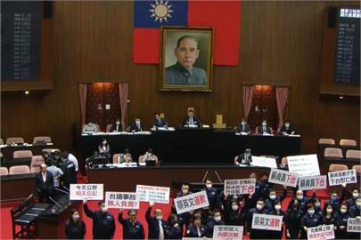 快新聞/國民黨團提案要求蘇貞昌、林佳龍下台 立院表決不通過