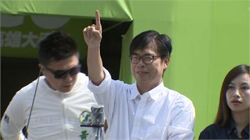 快新聞/中選會公告陳其邁當選 主任委員李進勇致送證書