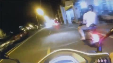 台南警見違規騎士「肖連ㄟ停一下」 無照少年飆給警察追!這下糗了...