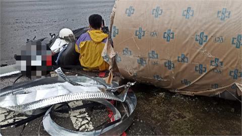 閃過八噸重鋼圈 他驚險一跳救了自己一命