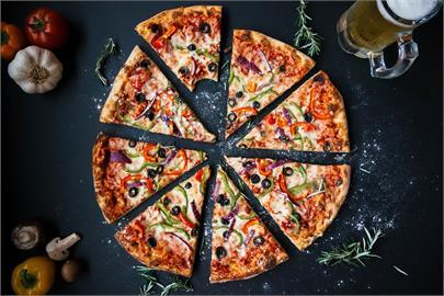 店員「2刀切披薩」3080萬人點閱 數學公式偷「1片」網兩派論戰!