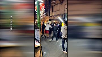 擦撞起口角!鹽埕新樂街市集大亂鬥 3歲女童受波及掛彩