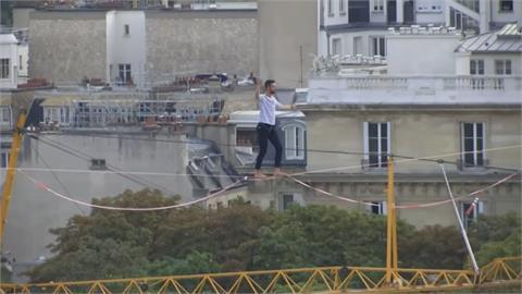 保林曾有懼高症 巴黎鐵塔完成高空走繩壯舉