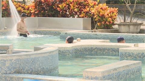 「頭露出水面」泡湯需戴罩 民眾:濕熱黏稠好難熬