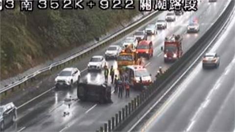 天雨路滑!國道2車擦撞 3歲女童拋飛車外亡