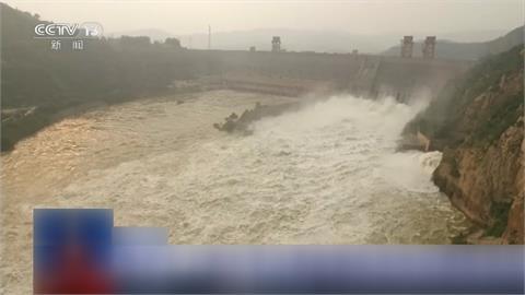 連日暴雨河水暴漲 黃河1天爆發兩波洪水