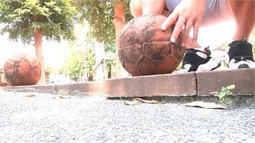 兒童公園磚造球「竟然移位」 壓傷女童食指骨折