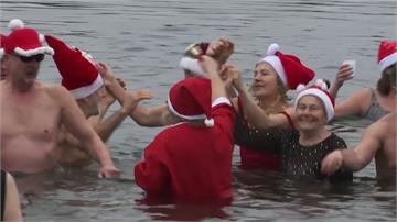 耶誕節不怕冷!冬泳滑水歡度佳節