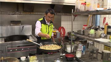 推廣台灣農產!陳吉仲「化身大廚」親烹十人份割稻子飯