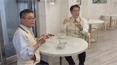 內用解禁Day1 台南小吃店黃偉哲貼安心標章