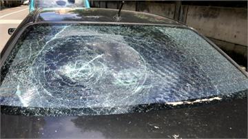 女子心情不好竟拿磚頭砸車 9輛車全受害