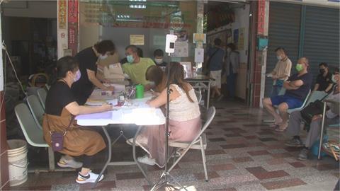 高雄苓雅區民眾打疫苗遇停電 苦等2小時才打到
