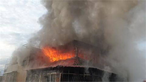 萬華民宅宮廟「頂加」凌晨火警 狂燒40坪4人獲救