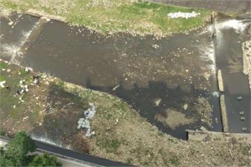 滅火污水含毒物質?敬鵬工廠旁溪流魚群大量暴斃