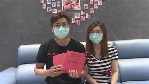 婚宴因疫被迫延期!新郎下田幫收割、護理師新娘投入醫院工作