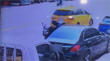 賓士車突開車門惹禍…維修費12萬元!恐還被開罰3600元