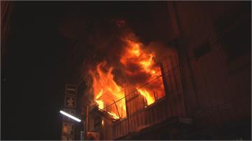 斗六永樂街暗夜惡火  火舌竄天伴隨爆炸聲響