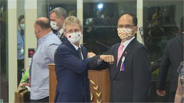 韋德齊壓倒性票數連任捷克參議長  游錫堃第一時間錄製影片恭賀