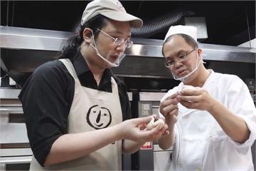 推動社會企業 唐鳳與喜憨兒攜手烤麵包