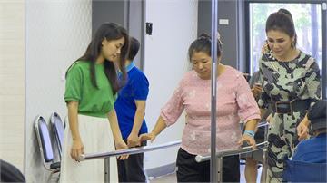 婦人義肢老舊 健康出狀況公益團體.藝人送暖助獲新生