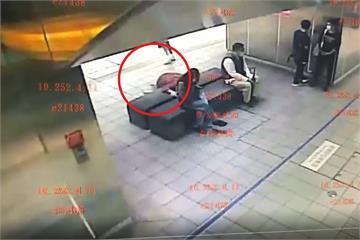 快新聞/女子捷運站內突昏厥倒地路人嚇壞 社子派出所休假警CPR救回一命