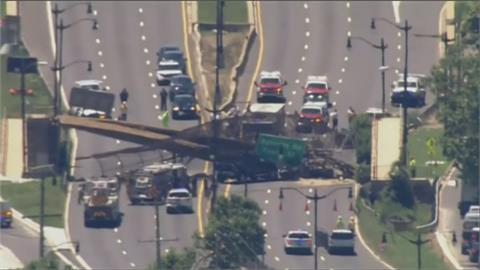 亂石崩落!美國人行陸橋斷裂 5人受傷送醫