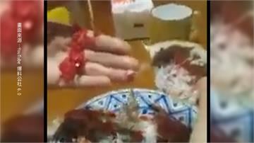 螃蟹肚裡竟藏「紅色塑膠片」專家:海洋污染太嚴重可能誤食