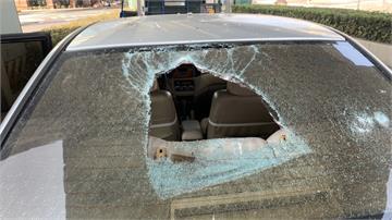 臺一高架橋掉石塊 砸破轎車玻璃幸無人傷