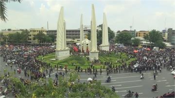 泰國反政府示威升級 總理府外紮營長期抗爭