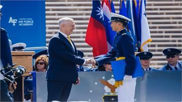 美空軍官校畢典唱名「台灣」 我國國旗與川普「同框」