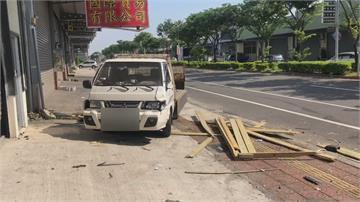 台南清晨發生惡意逼車 店家鐵捲門被撞歪!