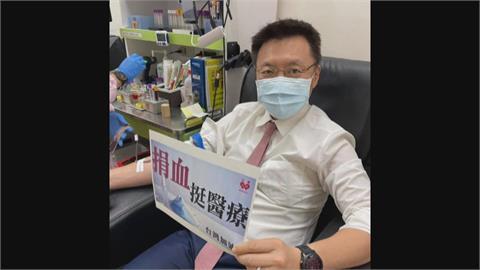 疫情升溫全台面臨20年最大血荒 藍綠政治人物挽袖捐熱血撐醫療量能