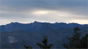 台南、屏東雲厚見不到日出 阿里山太陽半露臉