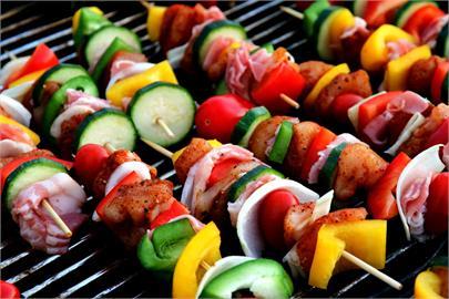 中秋烤肉「刷醬順序」引激辯!釣出專業廚師:「這烤法」不燒焦