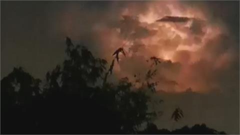 沙鹿大肚山夜空狂放閃! 「團團火光」沒雷聲 氣象站解密