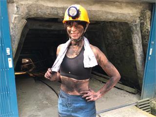 段慧琳體驗巴巴坑道「苦力女礦工」被要求真實呈現只穿內褲?搞笑回應「全裸主持要加錢」